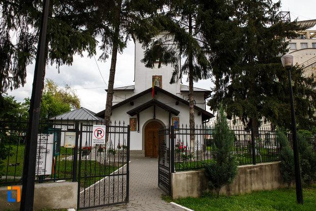 poarta-de-la-biserica-sf-dumitru-din-ramnicu-valcea-judetul-valcea.jpg