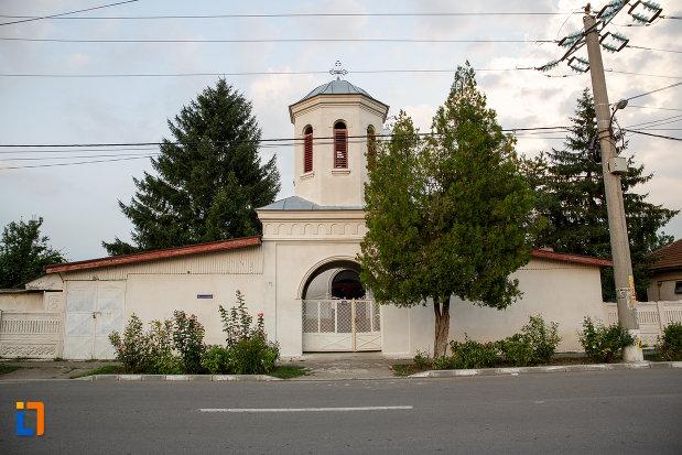 poarta-de-la-biserica-sf-ilie-1833-din-rosiorii-de-vede-judetul-teleorman.jpg