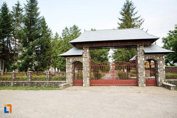 poarta-de-la-biserica-sf-nicolae-din-bucecea-judetul-botosani.jpg