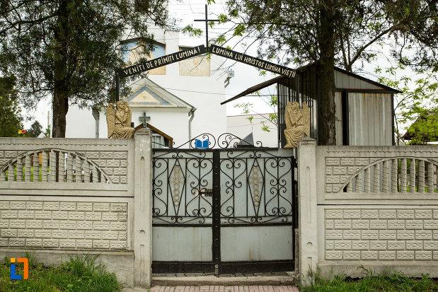 poarta-de-la-biserica-sf-nicolae-din-filiasi-judetul-dolj.jpg