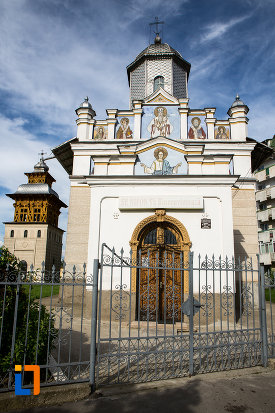 poarta-de-la-biserica-sf-nifon-sarbi-1852-din-targoviste-judetul-dambovita.jpg