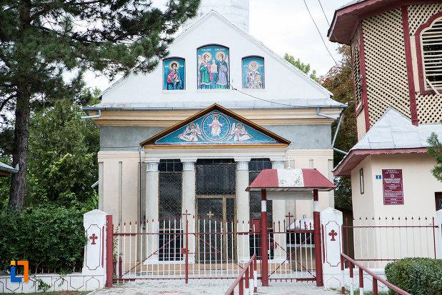 poarta-de-la-biserica-sf-voievozi-1839-din-tandarei-judetul-ialomita.jpg