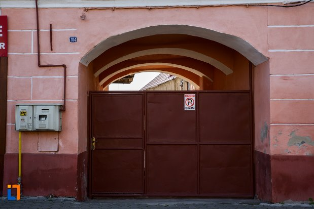 poarta-de-la-casa-din-rupea-judetul-brasov.jpg
