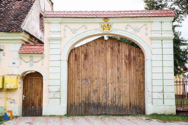 poarta-de-la-casa-din-str-scolii-nr-259-din-ghimbav-judetul-brasov.jpg