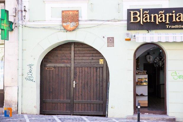 poarta-de-la-casa-valentinus-hirscher-din-brasov-judetul-brasov.jpg