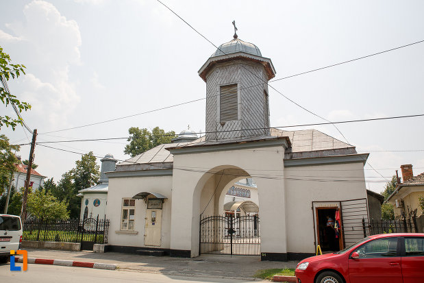 poarta-de-la-catedrala-ortodoxa-sf-teodor-tiron-1818-din-rosiori-de-vede-judetul-teleorman.jpg