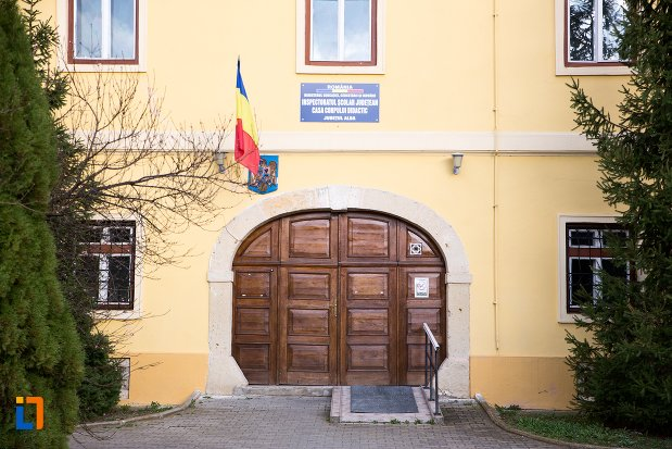 poarta-de-la-fosta-prefectura-azi-inspectorat-scolar-judetean-din-alba-iulia-judetul-alba.jpg