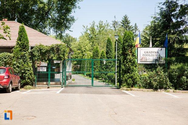 poarta-de-la-gradina-zoologica-din-pitesti-judetul-arges-2.jpg