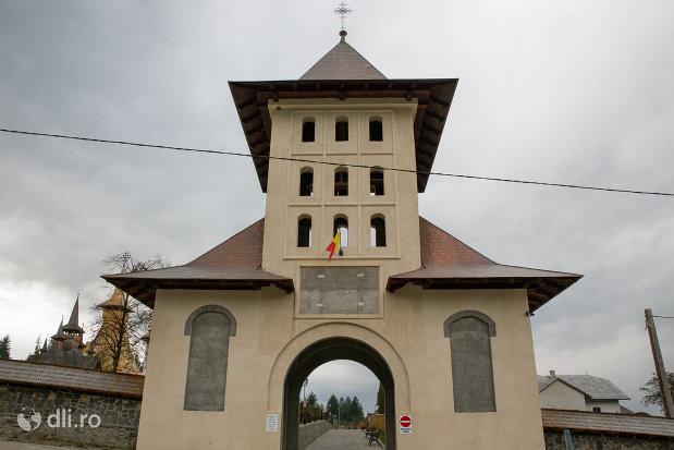 poarta-de-la-manastirea-adormirea-maicii-domnului-din-moisei-judetul-maramures.jpg