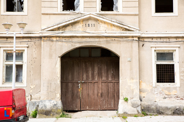 poarta-de-la-pavilionul-1811-directiunea-baior-din-baile-herculane-judetul-caras-severin.jpg