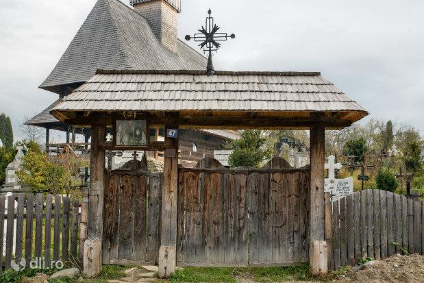 poarta-de-lemn-de-la-biserica-de-lemn-sf-nicolae-din-salistea-de-sus-judetul-maramures.jpg