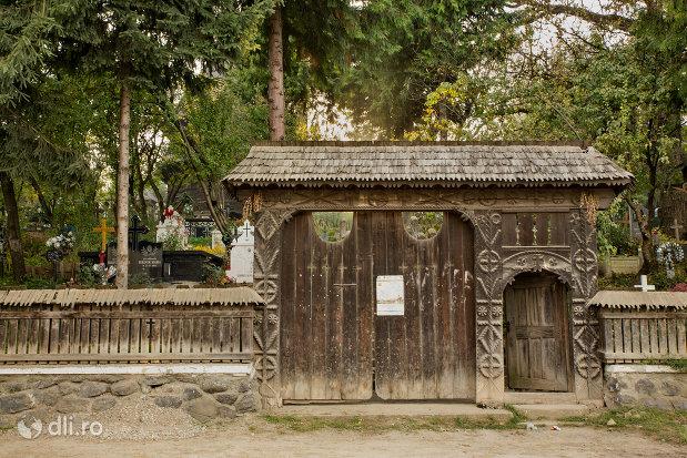 poarta-de-lemn-de-la-biserica-de-lemn-sf-nicolae-josani-din-budesti-judetul-maramures.jpg