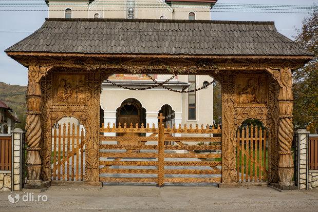poarta-de-lemn-de-la-biserica-noua-din-rozavlea-judetul-maramures.jpg