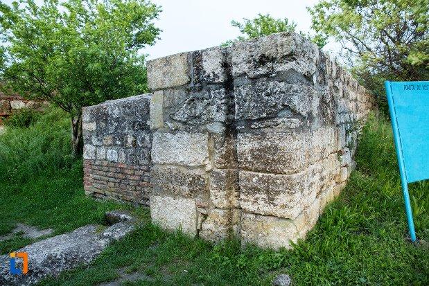 poarta-de-vest-de-la-asezarea-romana-sucidava-din-corabia-judetul-olt.jpg