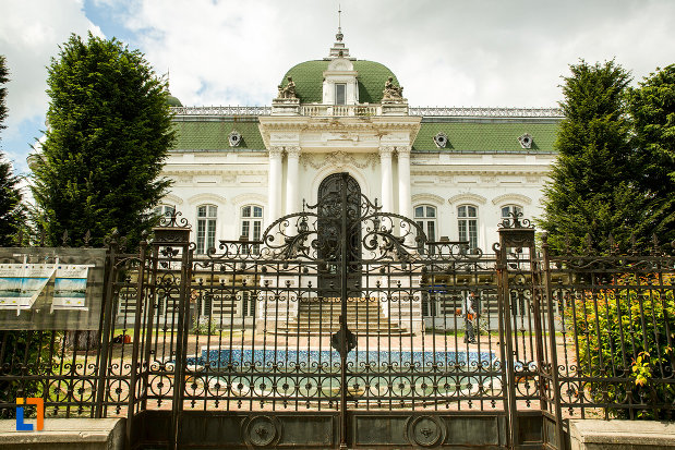 poarta-din-fier-muzeul-de-arta-si-arta-populara-palatul-marincu-din-calafat-judetul-dolj.jpg