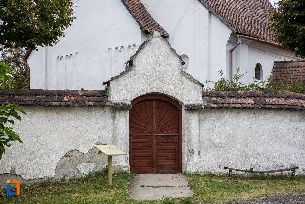 poarta-din-lemn-de-la-biserica-lutherana-din-sec-xiii-din-copsa-mica-judetul-sibiu.jpg
