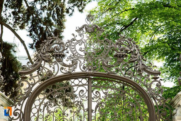 poarta-fier-forjat-muzeul-de-arta-din-craiova-judetul-dolj.jpg