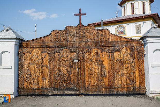 poarta-sculptata-de-la-biserica-adormirea-maicii-domnului-a-fostei-manastiri-valeni-1680-din-valenii-de-munte-judetul-prahova.jpg