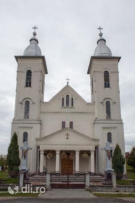 poarta-si-biserica-ortodoxa-nasterea-sfantului-ioan-botezatorul-din-hideaga-judetul-maramures.jpg