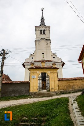 poarta-si-biserica-sf-nicolae-baciu-din-sacele-judetul-brasov.jpg