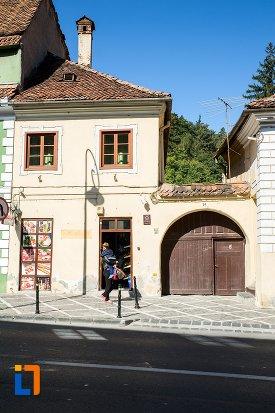 poarta-si-casa-monument-istoric-din-brasov-judetul-brasov.jpg