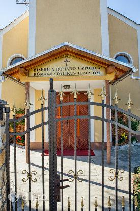 poarta-si-usa-de-lemn-de-la-biserica-romano-catolica-din-negresti-oas-judetul-satu-mare.jpg