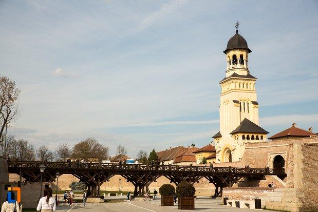 pod-si-catedrala-reintregirii-din-alba-iulia-judetul-alba.jpg