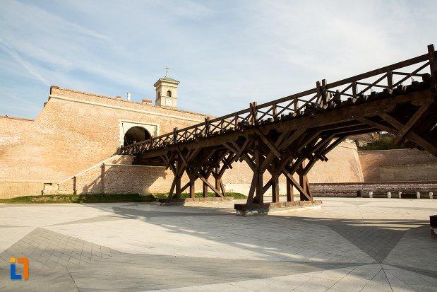 pod-si-poarta-a-iv-a-de-la-cetatea-din-alba-iulia-judetul-alba.jpg