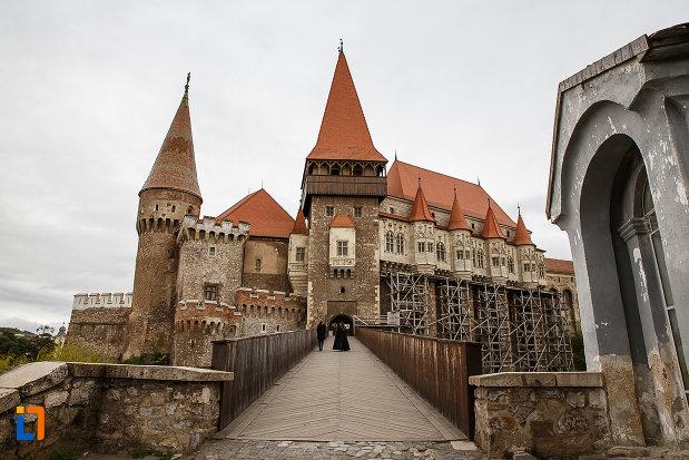podul-de-la-castelul-corvinilor-azi-muzeu-din-hunedoara-judetul-hunedoara.jpg