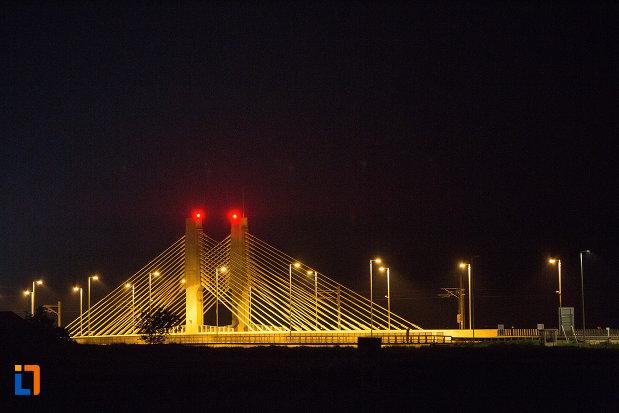podul-din-calafat-judetul-dolj-cu-lunimi-rosii.jpg