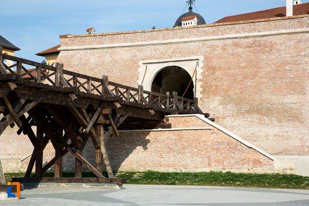 podul-spre-poarta-a-iv-a-de-la-cetatea-din-alba-iulia-judetul-alba.jpg