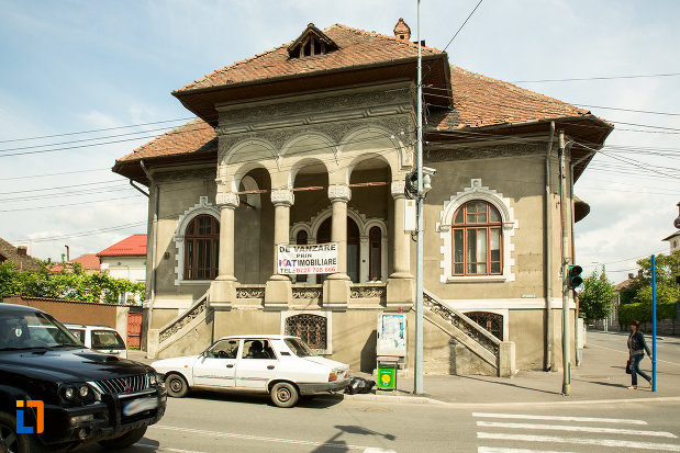 policlinica-cu-plata-din-drobeta-turnu-severin-judetul-mehedinti-monument-istoric.jpg
