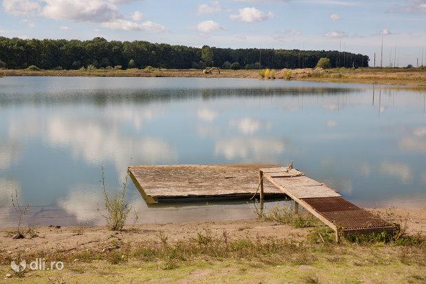 ponton-pe-lacul-lui-pintea-judetul-satu-mare.jpg