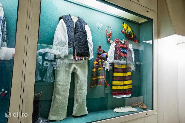 port-popular-din-muzeul-etnografic-al-maramuresului-din-sighetu-marmatiei-judetul-maramures.jpg