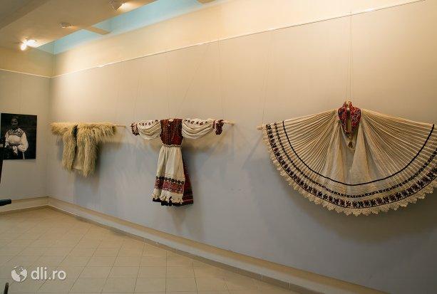 port-popular-feminin-muzeul-tarii-oasului-din-negresti-oas-judetul-satu-mare.jpg