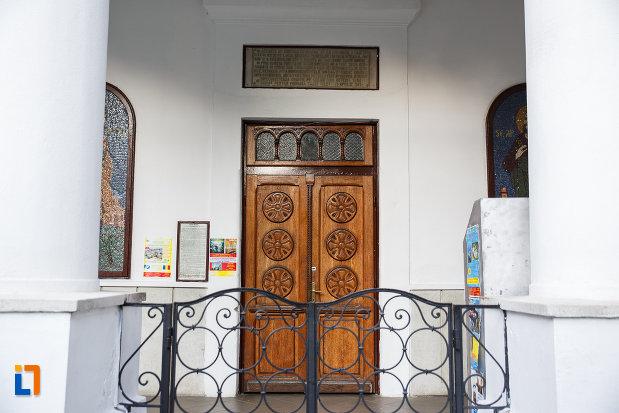 portita-si-usa-de-la-biserica-sf-gheorghe-vechi-din-ploiesti-judetul-prahova.jpg