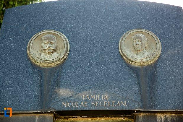 portrete-de-la-monumentul-funerar-al-lui-nicolae-seceleanu-din-buzau-judetul-buzau.jpg