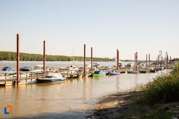 portul-vazut-de-pe-faleza-dunarii-din-braila-judetul-braila.jpg