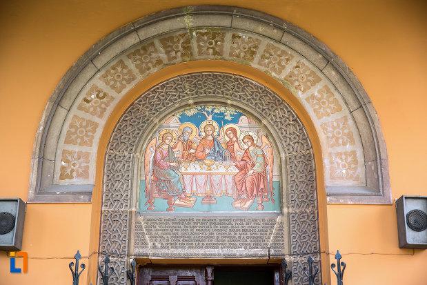 poza-cu-ansamblul-bisericii-sf-treime-din-craiova-judetul-dolj.jpg