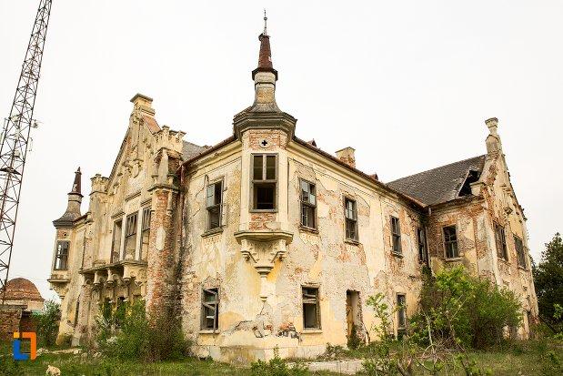 poza-cu-ansamblul-castelului-teleky-din-uioara-de-sus-judetul-alba.jpg