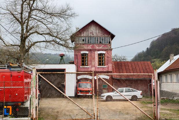 poza-cu-ateliere-azi-sediul-formatiunii-locale-de-pompieri-din-steierdorf-judetul-caras-severin.jpg