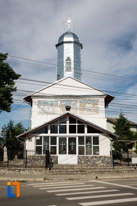poza-cu-biserica-intrarea-in-biserica-a-maicii-domnului-sf-trei-ierarhi-alba-sau-a-judetului-1632-din-targoviste-judetul-dambovita.jpg