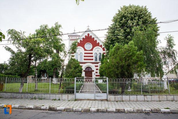 poza-cu-biserica-romano-catolica-sf-francisc-de-assisi-din-targoviste-judetul-dambovita.jpg