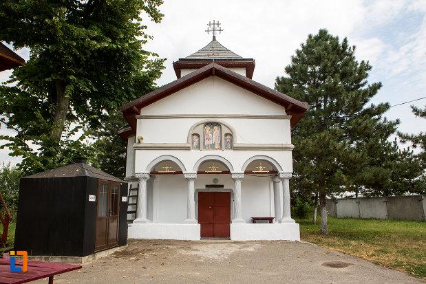 poza-cu-biserica-sf-arhagheli-mihail-si-gavril-din-mihailesti-judetul-giurgiu-2.jpg