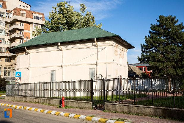 poza-cu-biserica-sf-atanasie-si-chiril-1768-din-targoviste-judetul-dambovita.jpg