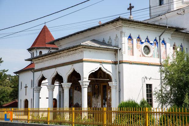 poza-cu-biserica-sf-imparati-constantin-si-elena-din-cernavoda-judetul-constanta.jpg