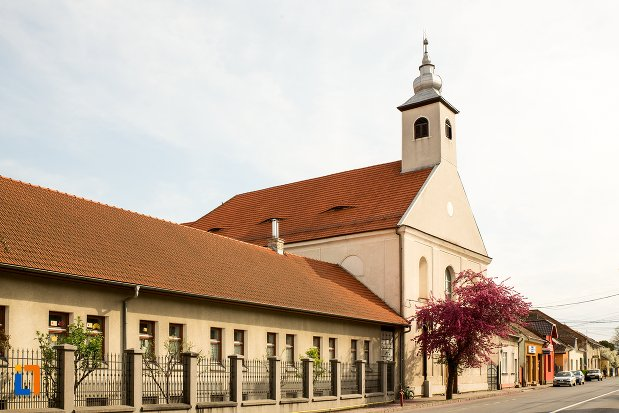 poza-cu-biserica-si-manastirea-franciscana-din-alba-iulia-judetul-alba.jpg