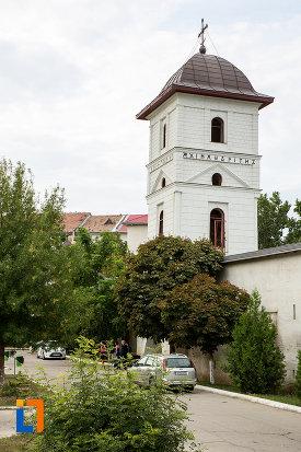 poza-cu-biserica-si-manastirea-sf-voievozi-din-slobozia-judetul-ialomita.jpg