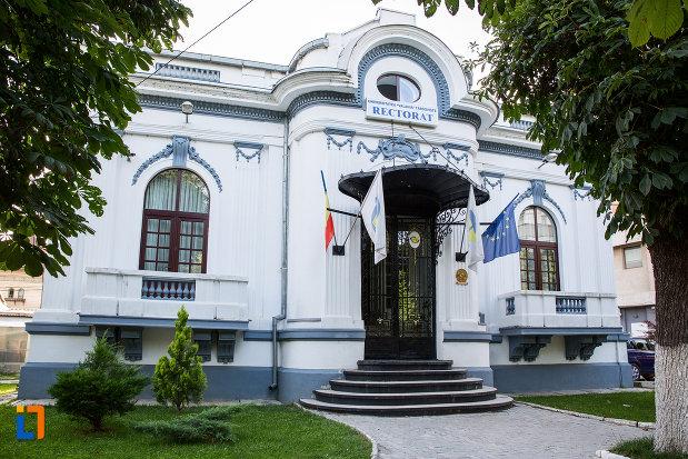 poza-cu-casa-azi-rectoratul-universitatii-valahia-din-targoviste-judetul-dambovita.jpg
