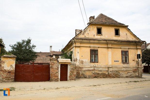 poza-cu-casa-din-str-nicolae-balcescu-nr-53-din-fagaras-judetul-brasov.jpg